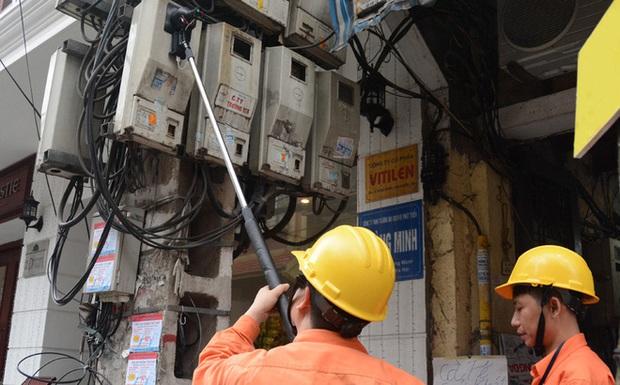 Vụ hộ dân nhận hóa đơn tiền điện gần 90 triệu/tháng: Tạm đình chỉ Trưởng phòng Kinh doanh Điện lực Vân Đồn - Ảnh 1.