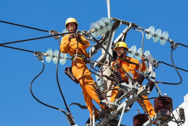 """Lập đoàn công tác xác minh hoá đơn tiền điện tăng """"chóng mặt"""", sản lượng tiêu thụ điện lại lập đỉnh mới do nắng nóng gay gắt - Ảnh 2."""