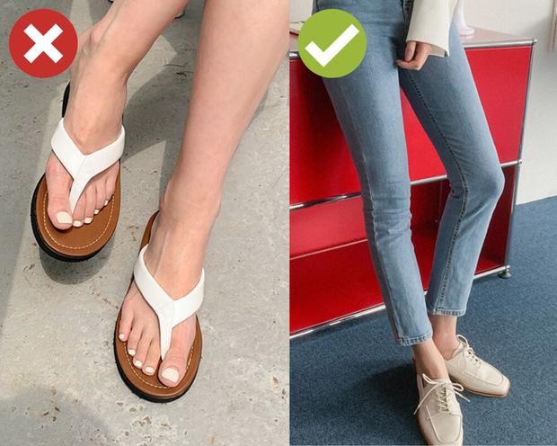 Nắng nóng cực độ, chị em mà đi 3 kiểu giày dép này thì xác định cháy chân thảm hại - Ảnh 4.