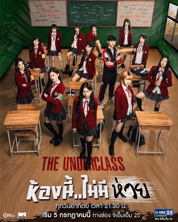 Hết chìm phao lại bị tống cố xuống lớp cá biệt, gái xinh BNK48 vẫn vui như mở hội ở phim mới, lạ ha! - Ảnh 2.