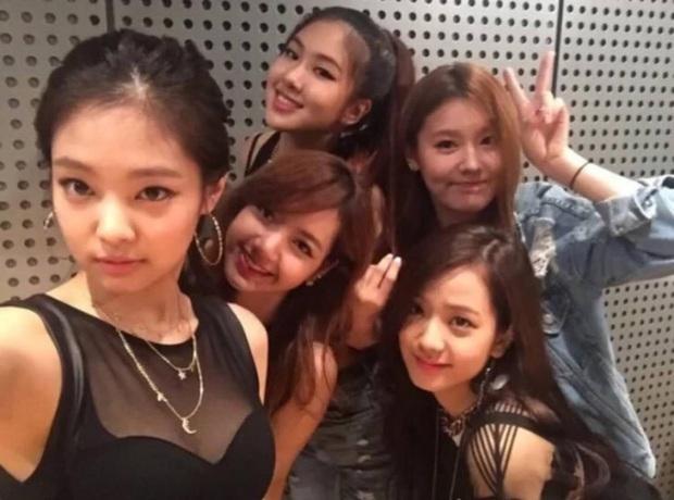 """Số phận thành viên """"hụt"""" của BLACKPINK: Mỹ nhân xinh không kém Jisoo debut rồi vẫn mờ nhạt, bạn thân Lisa ra mắt trong girlgroup thị phi - Ảnh 3."""