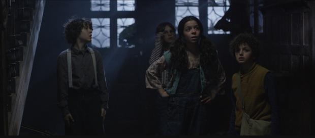 Mùa phim kinh dị mở màn bằng ác mộng tuổi thơ, Ông Kẹ đáng sợ của bao thế hệ bước lên màn ảnh rộng - Ảnh 5.