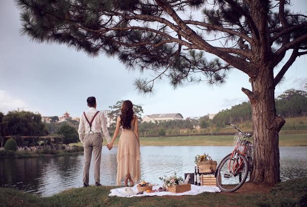 Phanh Lee chính thức khoe loạt ảnh cưới với chồng đại gia, lên rừng xuống biển tạo dáng nhưng vẫn quyết tâm giấu mặt người ấy - Ảnh 3.