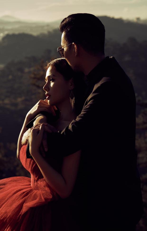 Phanh Lee chính thức khoe loạt ảnh cưới với chồng đại gia, lên rừng xuống biển tạo dáng nhưng vẫn quyết tâm giấu mặt người ấy - Ảnh 2.
