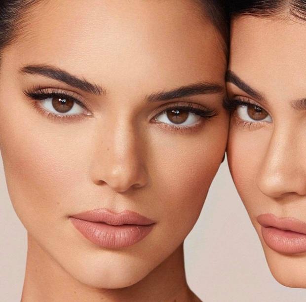 Song kiếm hợp bích cùng Kylie, đôi chân dài của Kendall Jenner lại chiếm hết spotlight vì độ hoàn hảo khó tin - Ảnh 4.