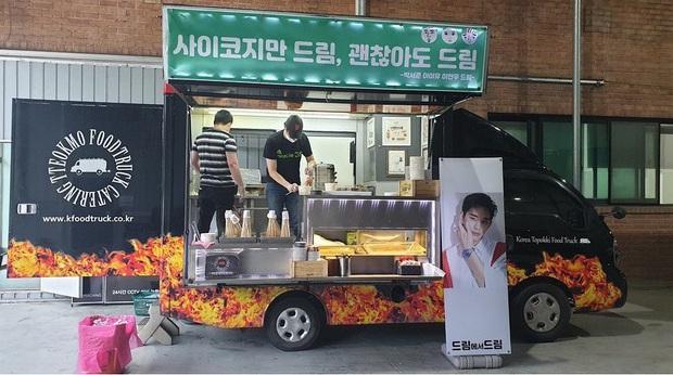 Cơ to như tài tử Kim Soo Hyun: Bộ 3 siêu sao IU, Park Seo Joon, Lee Hyun Woo kết hợp gửi quà đặc biệt đến phim trường - Ảnh 3.