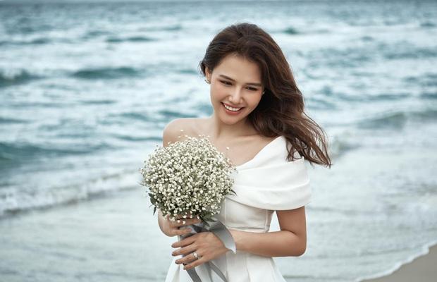 Phanh Lee chính thức khoe loạt ảnh cưới với chồng đại gia, lên rừng xuống biển tạo dáng nhưng vẫn quyết tâm giấu mặt người ấy - Ảnh 9.