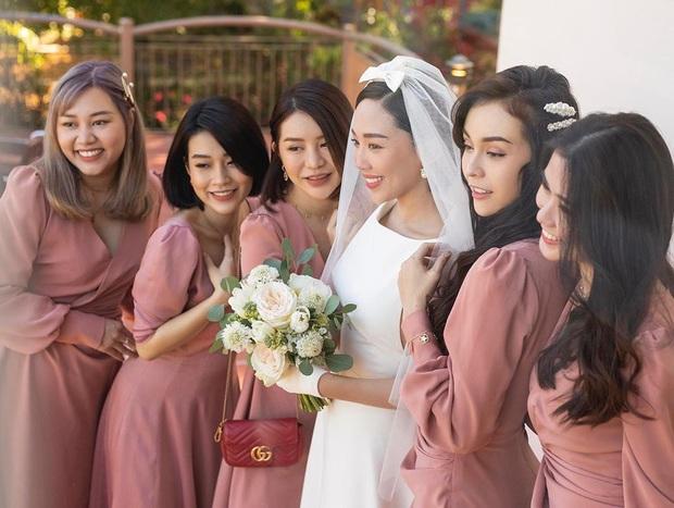 Dậy sóng hình nét căng hiếm hoi trong hôn lễ kín của Tóc Tiên: Nhan sắc cô dâu nổi bật giữa dàn phù dâu toàn hotgirl - Ảnh 2.