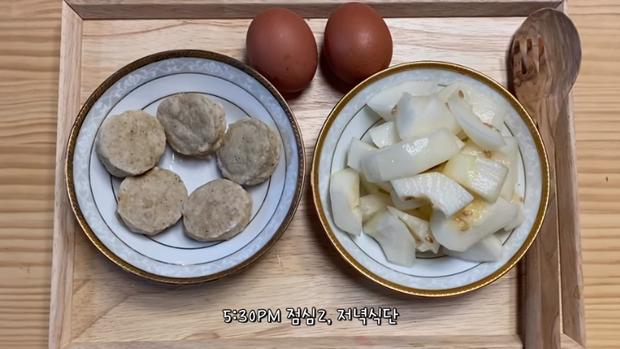 Thử chế độ ăn kiêng của Solar (MAMAMOO), cô nàng Vlogger xứ Hàn giảm 4.5kg chỉ sau 5 ngày - Ảnh 10.