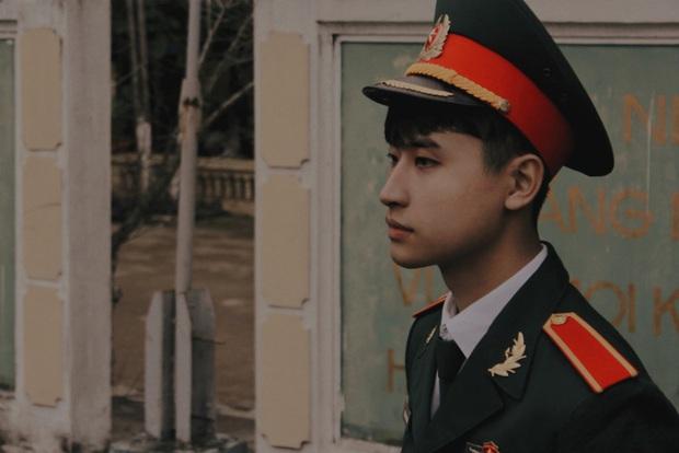 Soái ca quân nhân có góc ngiêng giống hệt idol Hàn Quốc, lắm tài lẻ lại có ảnh thẻ xuất sắc theo thời gian - Ảnh 1.