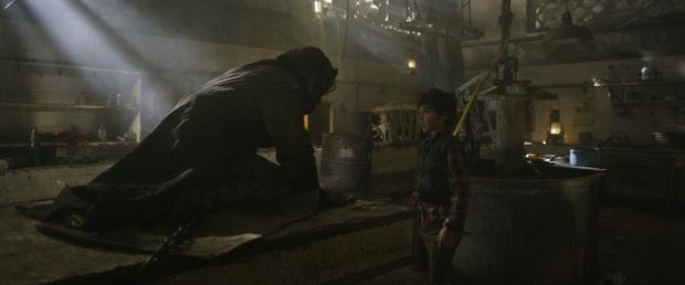 Mùa phim kinh dị mở màn bằng ác mộng tuổi thơ, Ông Kẹ đáng sợ của bao thế hệ bước lên màn ảnh rộng - Ảnh 2.