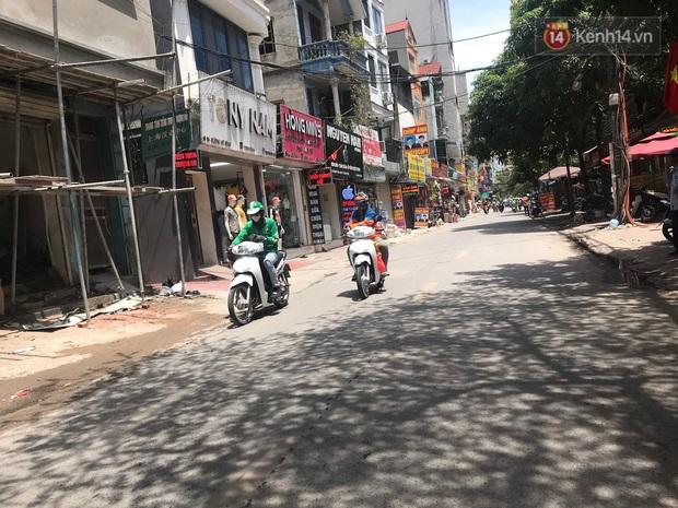 """Dân nghèo ở Hà Nội gồng mình mưu sinh dưới nắng nóng đỉnh điểm: """"Đội nắng nhặt 100 vỏ lon nhôm, bán được 15 nghìn đồng nhưng vẫn phải cố"""" - Ảnh 14."""