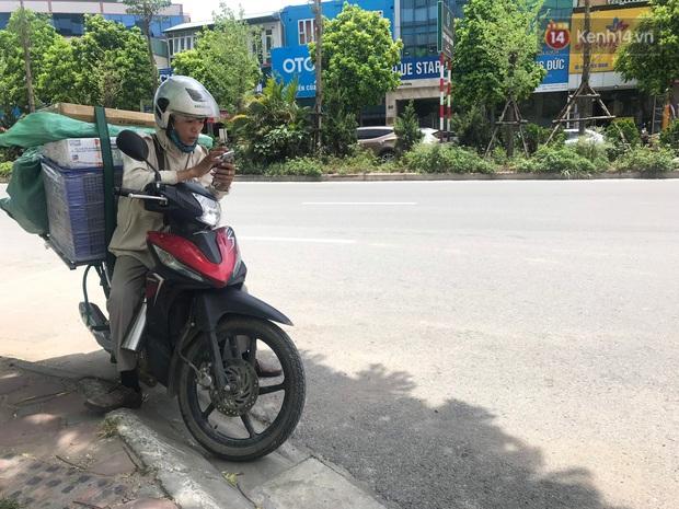 """Dân nghèo ở Hà Nội gồng mình mưu sinh dưới nắng nóng đỉnh điểm: """"Đội nắng nhặt 100 vỏ lon nhôm, bán được 15 nghìn đồng nhưng vẫn phải cố"""" - Ảnh 11."""