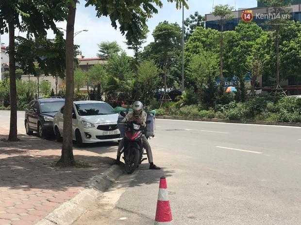 """Dân nghèo ở Hà Nội gồng mình mưu sinh dưới nắng nóng đỉnh điểm: """"Đội nắng nhặt 100 vỏ lon nhôm, bán được 15 nghìn đồng nhưng vẫn phải cố"""" - Ảnh 9."""