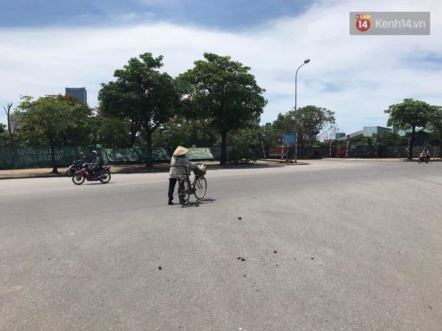 """Dân nghèo ở Hà Nội gồng mình mưu sinh dưới nắng nóng đỉnh điểm: """"Đội nắng nhặt 100 vỏ lon nhôm, bán được 15 nghìn đồng nhưng vẫn phải cố"""" - Ảnh 4."""