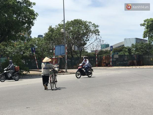 """Dân nghèo ở Hà Nội gồng mình mưu sinh dưới nắng nóng đỉnh điểm: """"Đội nắng nhặt 100 vỏ lon nhôm, bán được 15 nghìn đồng nhưng vẫn phải cố"""" - Ảnh 6."""
