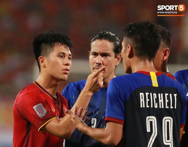 Cùng là hành động chỉ mặt, Quang Hải bị chỉ trích tơi bời ở V.League nhưng được tán dương rợp trời ở tuyển Việt Nam - Ảnh 5.