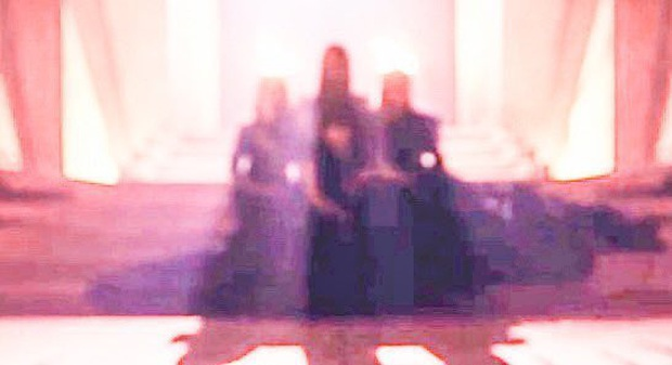 """Xem teaser MV mới của BLACKPINK mà tưởng """"xào"""" lại 3 bản hit cũ với loạt cảnh quay na ná nhau, YG lười sáng tạo hay trung thành với style riêng? - Ảnh 15."""