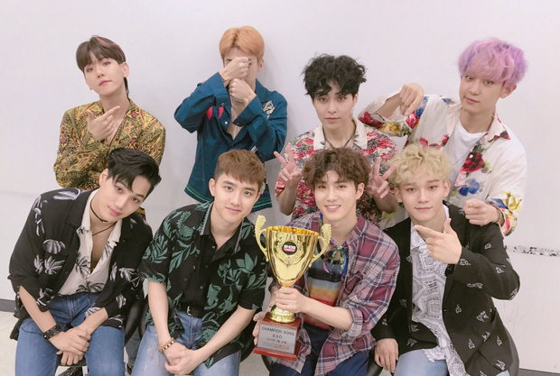 16 nghệ sĩ Kpop ẵm nhiều cúp trên show âm nhạc nhất: BTS thua cả TWICE, BLACKPINK lập kỷ lục nhóm nữ năm 2020 nhưng vắng mặt - Ảnh 31.