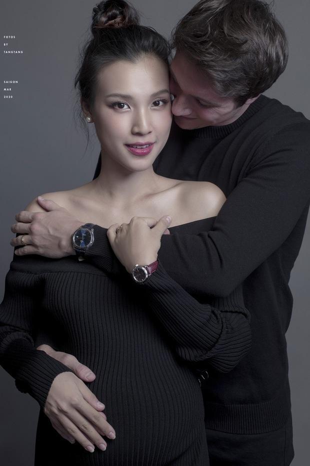 Không thể về dù Hoàng Oanh sắp vượt cạn, chồng tây soái ca facetime đàn hát ngọt ngào: Ngôn tình đời thực là đây! - Ảnh 4.