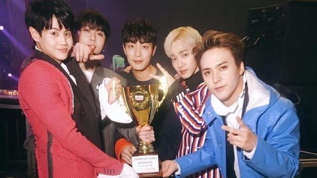16 nghệ sĩ Kpop ẵm nhiều cúp trên show âm nhạc nhất: BTS thua cả TWICE, BLACKPINK lập kỷ lục nhóm nữ năm 2020 nhưng vắng mặt - Ảnh 9.