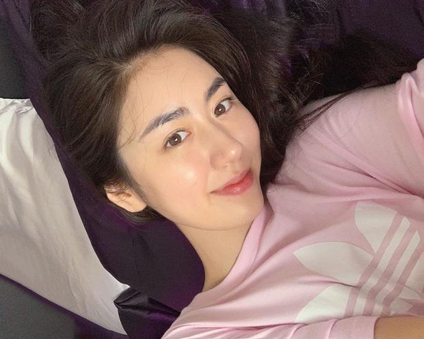 """Loại kem chống nắng cả Phanh Lee và blogger Mai Vân Trang cùng kết cực dễ mua, lại xịn sò """"đủ đô"""" cho ngày nắng nóng cao điểm - Ảnh 3."""
