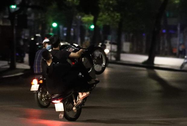 Hơn 15 thanh niên đất Cảng tổ chức đua xe náo loạn đường phố - Ảnh 1.
