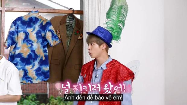 Jungkook (BTS) chứng minh lụa đẹp vì người khi xử lý ngon ơ bộ đồ... diêm dúa do anh cả Jin thiết kế - Ảnh 2.