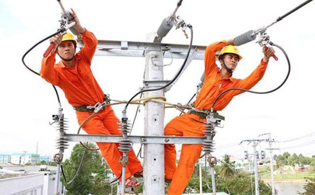 Phó Chủ tịch Hội Điện lực VN: Tính giá điện lũy tiến 6 bậc thang là nguyên nhân tiền điện tăng cao - Ảnh 1.