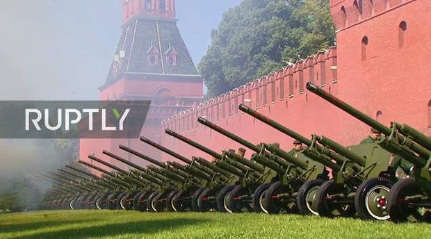 Mãn nhãn với màn duyệt binh hoành tráng nước Nga mừng 75 năm chiến thắng Thế chiến II: 14.000 binh sĩ, 234 khí tài cơ giới và 75 máy bay - Ảnh 8.