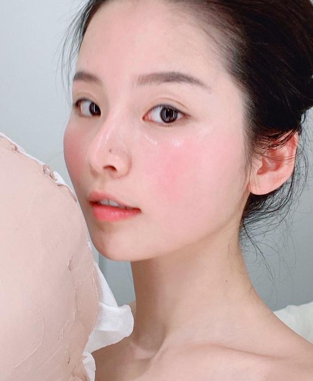 Tình cờ nhìn clip gái Hàn đắp mặt nạ giấy, cô nàng này mới vỡ lẽ từ trước đến nay mình toàn đắp sai cách  - Ảnh 1.