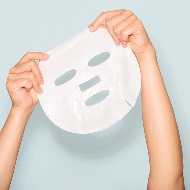 Tình cờ nhìn clip gái Hàn đắp mặt nạ giấy, cô nàng này mới vỡ lẽ từ trước đến nay mình toàn đắp sai cách  - Ảnh 2.