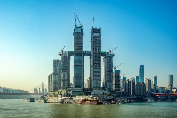 """Trung Quốc ra mắt toà nhà nằm ngang cao nhất thế giới, lập tức dính nghi án """"đạo nhái"""" một công trình nổi tiếng khác của Singapore? - Ảnh 2."""