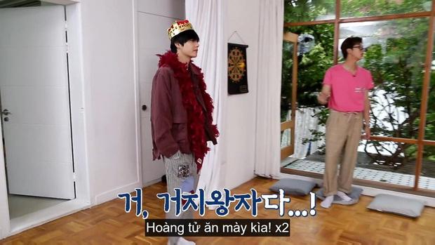 Jungkook (BTS) chứng minh lụa đẹp vì người khi xử lý ngon ơ bộ đồ... diêm dúa do anh cả Jin thiết kế - Ảnh 12.