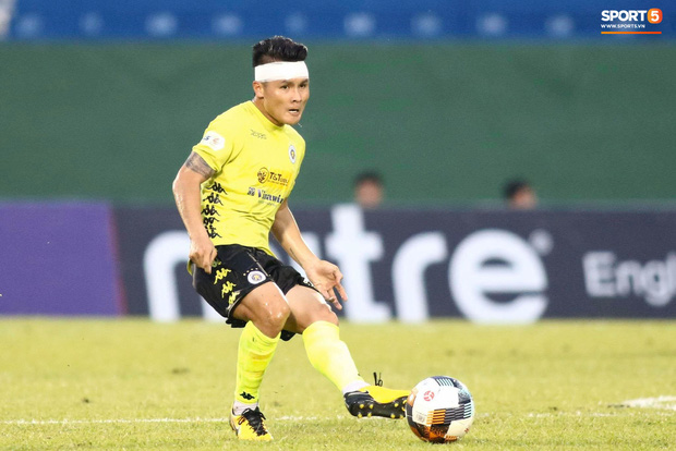 Cùng là hành động chỉ mặt, Quang Hải bị chỉ trích tơi bời ở V.League nhưng được tán dương rợp trời ở tuyển Việt Nam - Ảnh 7.
