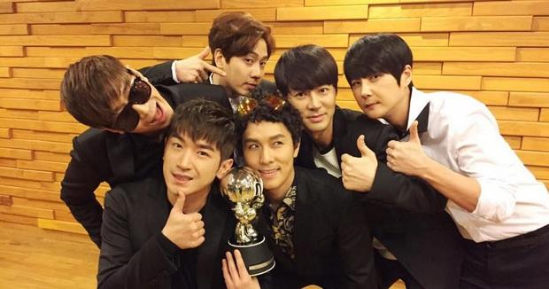 16 nghệ sĩ Kpop ẵm nhiều cúp trên show âm nhạc nhất: BTS thua cả TWICE, BLACKPINK lập kỷ lục nhóm nữ năm 2020 nhưng vắng mặt - Ảnh 13.