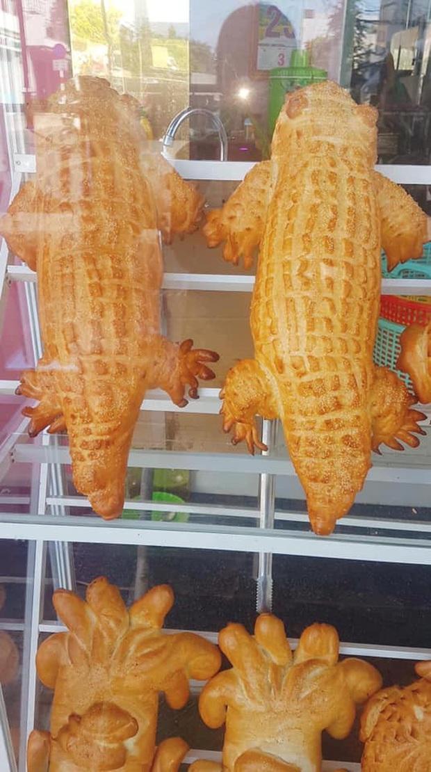 Xuất hiện bánh mì cá sấu đang được dân mạng share ầm ầm: Đúng là Việt Nam cái gì cũng nghĩ ra được! - Ảnh 2.