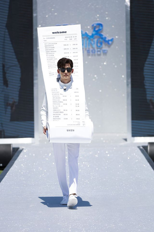 Running Man bản Trung tổ chức fashion show quái dị: Angela Baby khoe đường cong, Thái Từ Khôn mặc cái gì thế này? - Ảnh 8.