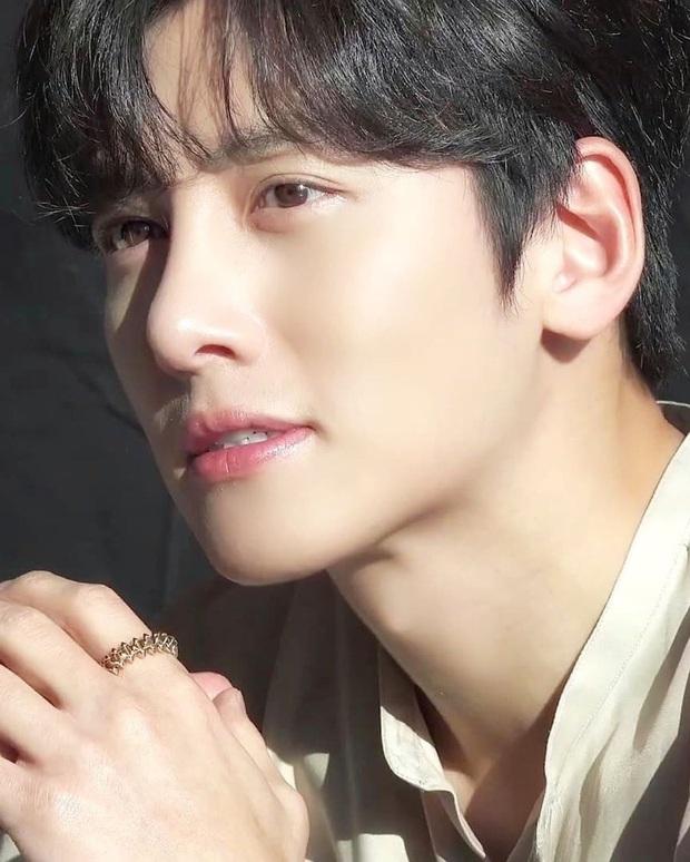 Tranh cãi BXH 25 diễn viên đẹp trai nhất xứ Hàn: Hyun Bin bị tài tử này giành No.1, Lee Min Ho - Song Joong Ki khiêm tốn khó hiểu - Ảnh 11.