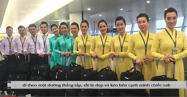 Nam tiếp viên hàng không tiết lộ 10 vật dụng luôn phải mang theo bên mình khi bay, bất ngờ nhất có lẽ là thứ cuối cùng - Ảnh 1.