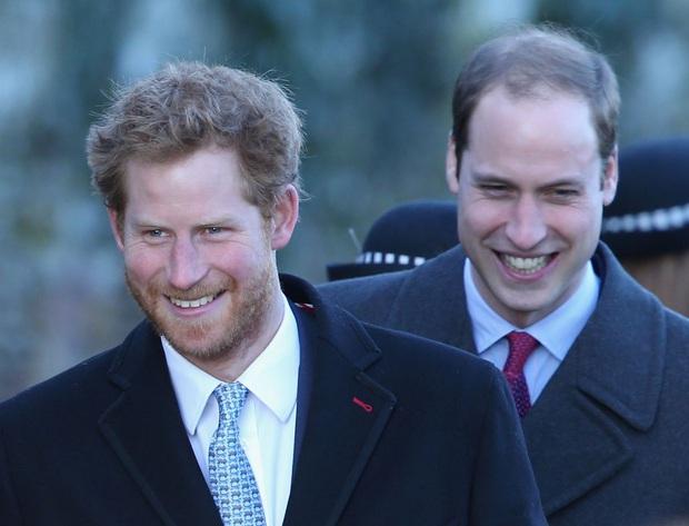 Những bí mật chưa biết về các cuộc gọi giữa Hoàng tử Harry và anh trai: Cuộc nói chuyện giữa những người đàn ông, không có bóng phụ nữ - Ảnh 2.