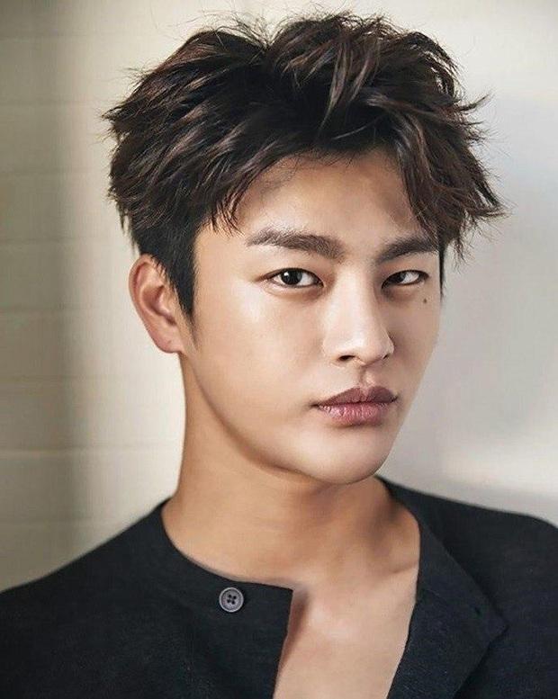 Tranh cãi BXH 25 diễn viên đẹp trai nhất xứ Hàn: Hyun Bin bị tài tử này giành No.1, Lee Min Ho - Song Joong Ki khiêm tốn khó hiểu - Ảnh 8.