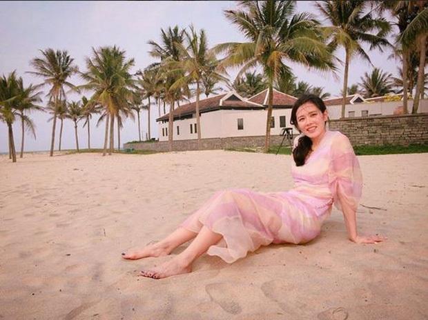 Phát sốt loạt ảnh Son Ye Jin diện bikini xẻ ngực sâu hoắm, khoe vòng 1 khủng ná thở khi du lịch Hội An 4 năm trước - Ảnh 4.