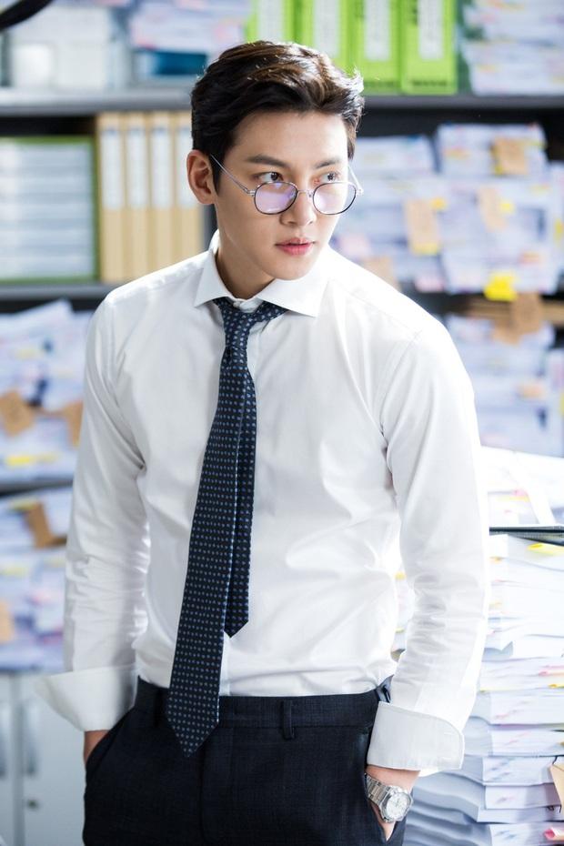Tranh cãi BXH 25 diễn viên đẹp trai nhất xứ Hàn: Hyun Bin bị tài tử này giành No.1, Lee Min Ho - Song Joong Ki khiêm tốn khó hiểu - Ảnh 13.