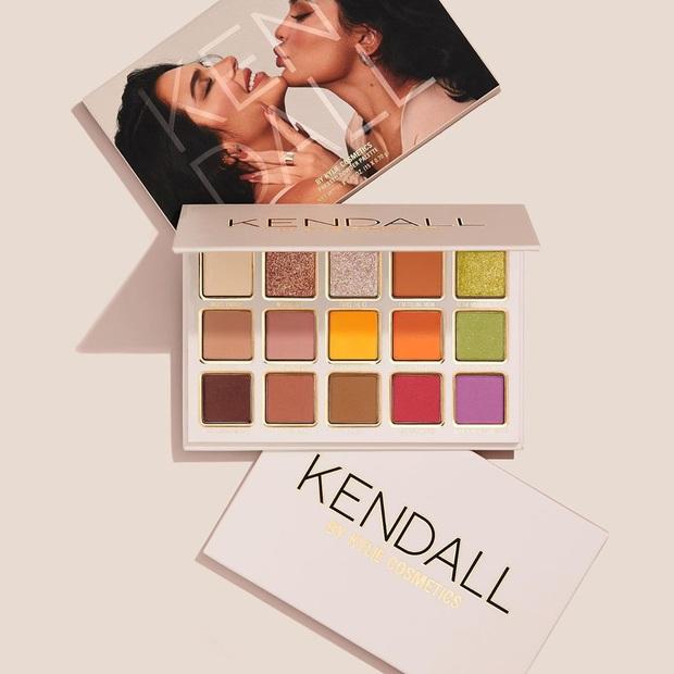 Bảng mắt Kendall x Kylie bị chê giả dối, Kylie cao tay đáp trả anti-fan bằng chính... mặt của Kendall - Ảnh 4.