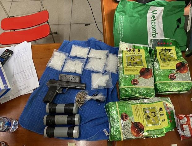 Bắt nhóm buôn ma tuý xuyên quốc gia đi siêu xe, thu gần 100 kg ma tuý, súng, quả nổ - Ảnh 2.