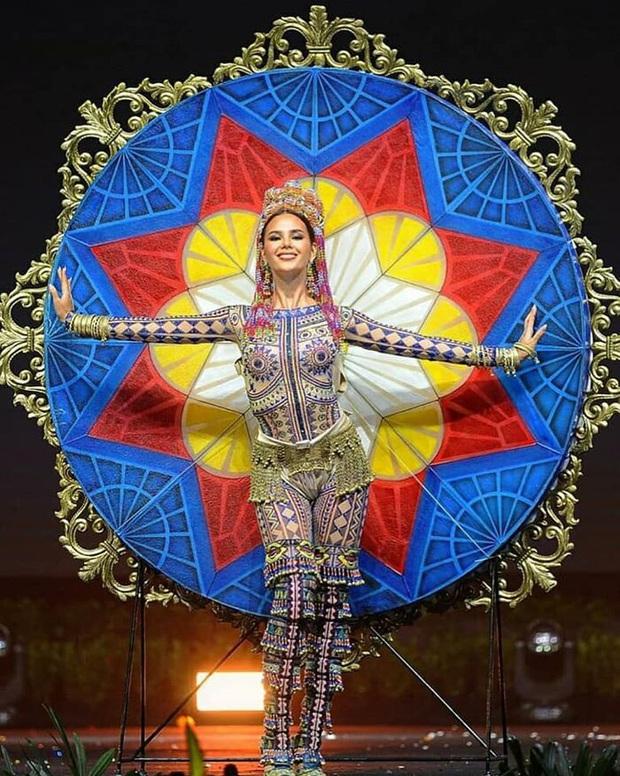 Thiết kế Quốc phục cho Khánh Vân tham dự Miss Universe 2020 bất ngờ vướng nghi vấn đạo nhái - Ảnh 3.