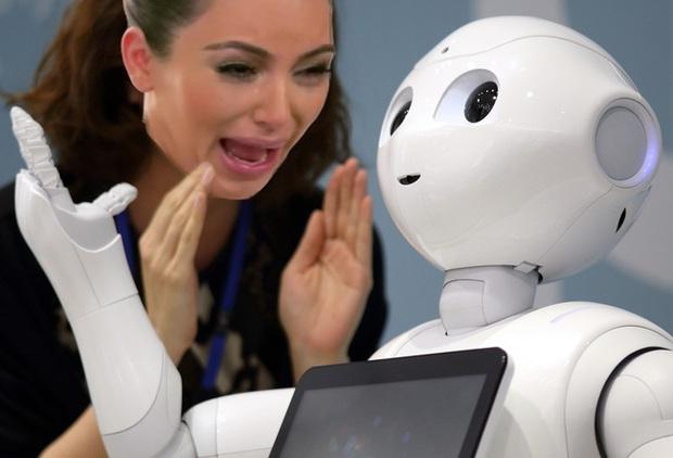 Bất ngờ với top 10 nghề lương cao mà người Nhật nghĩ robot làm tốt hơn con người - Ảnh 3.