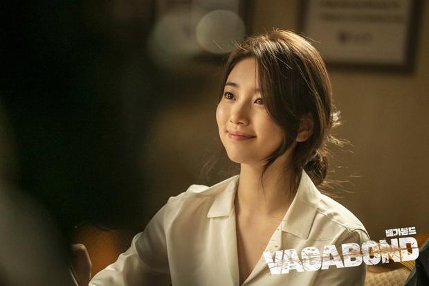 4 cách buộc tóc nhẵn mặt trong phim Hàn, chị em ghim ngay thì chẳng lo tóc tai bị nhạt và xấu - Ảnh 1.