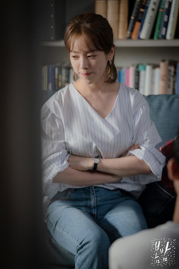 4 cách buộc tóc nhẵn mặt trong phim Hàn, chị em ghim ngay thì chẳng lo tóc tai bị nhạt và xấu - Ảnh 11.